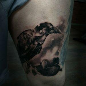 Raven #realistic #tatoooftheday #tattooapprentice #France #blackandgreytattoo #realistictattoo #BlackworkTattoos