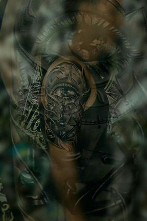 #eyes #eyestattoo #chesstattoo #anchortattoo #blackanchor #3dtattoo #tattoooftheday #malditoduende #blackandgreytattoo #realistictattoo #tatuajes #inkedlife #art #tattoodo