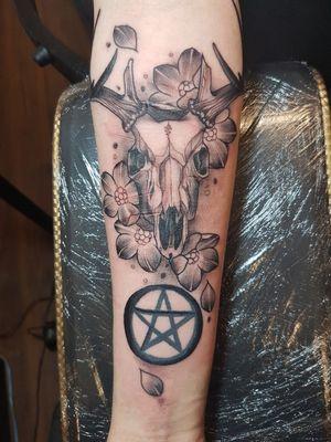 #deerskull #pentagram #flowertattoo
