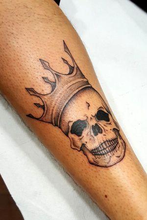 #skulltattoo #skull #crown #blackwork #finelinetattoo #blackandgreytattoo #blackandgrey