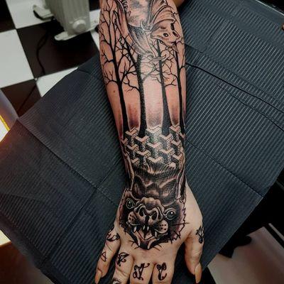 Spooky surrealness I tattooed today #phoenixblazetattoos #tattoo #tattoos #bat #battattoo #vampire #vampirebat #bng #blackwork #pointilism #neotraditional #surreal #forest #fingerbangers #handtattoo #fingertattoo #armtattoo #spooky #greyscale #illustration #bodyart