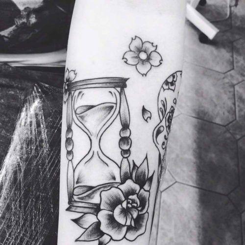 #tatouages #inked #ink #tatoo #sablier personnelle tatoo