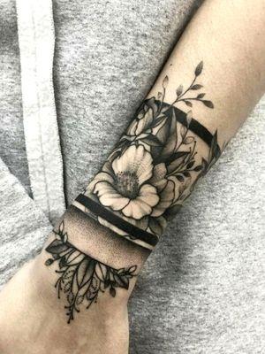 Ornamental wrist piece with flowers. #wrist #ornamental #decorative #flowers #blackandgrey #blackwork #dotwork