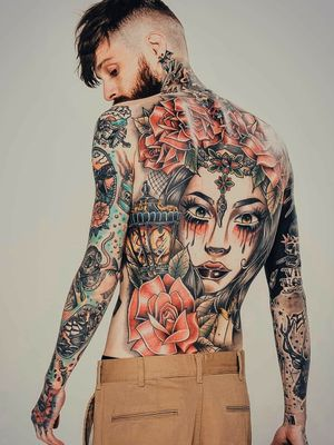 Work shot of my back fully healed (and I've started to balck out the background of my right arm)  Follow me on Instagram 1tombrennan #backpiecetattoos #back #backpiece #backpiece #oldschool #neotraditional #girl #rose #newschool