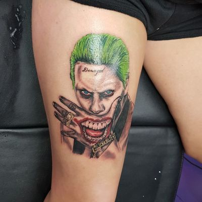 First sitting on Jared Leto's Joker #phoenixblazetattoos @phoenixblazetattoos #tattoo #thejoker #joker #jaredletotattoo #jaredleto #hahaha #damaged #dc #dccomics #dccomicstattoo #portrait #comic #suicidesquad #harleyquinn #harleyquin #greenhair #blueeyes #girlswithttattoos #inked