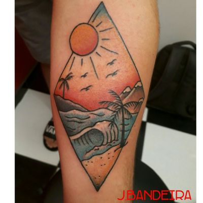 Tattoo old school #flashtattoo #tattoo #traditional #traditionaltattoo #oldschool #tattoo #beach #beachtattoo #velhaescola #tatuadoresbrasileiros #tatuadoresdobrasil #landscape #landscapetattoo #jbandeiratattoo #tattoocxs