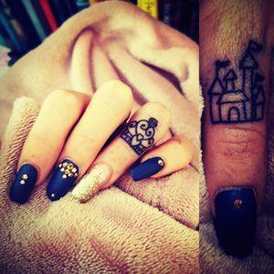 Tattoos & nails 💛👌👍 #girlswithtattoos #fingertattoos #tinytattoos #crowntattoos #castletattoo #Aussiegirl  #NailArt