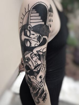 Cubismo.  Só o amor salva. #thiagomellotattoo #thiagomello #artesplasticas #arte #art #stabmegod #stttab #goldenacrylics #bestpaint #tattoo #tattoodo #tattoo2us #tattoo2me #sketch #sketching #tattoaria_oficial #stabmegod #stttab #tattoodo #ink #equilatera #tattoomobile #instatattoo #inkstinctsubmission #cubism #cubistattoo #cubismo #arteabstrata #tattoodo