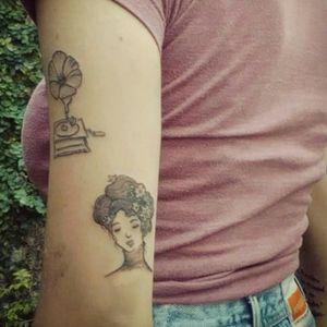 #Roman #romantico #romantique #donna #frau #mujer #femme #woman #tatouage #tatuaggio #tatuaje #tattoo #simple #einfache #aurorabeatriz #luttiink #sãopaulo #brazil