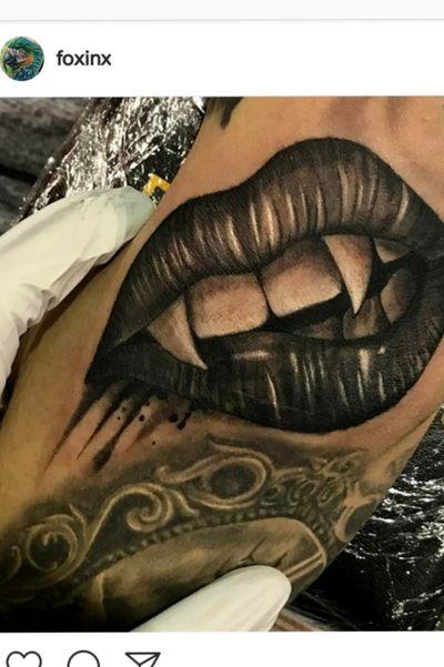 #angelafoxinx #foxinx #albuquerque #newmexicoartist #biteme #vampira #vampiretattoo #vampire #blackandgrey #blackandgreytattoo #lips
