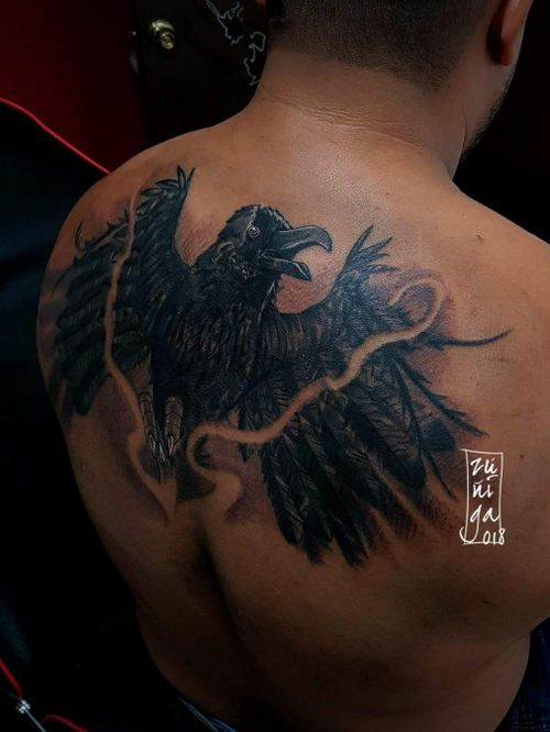 Cover up tattoo by Byron Zúñiga. #byronzuñiga #guatemala #royalpaintattoo #crow #neotraditionaltattoo