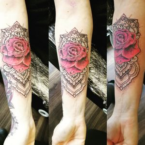 #mandalatattoo #rose #rosetattoo #dotwork #dotworktattoo #tattoolife #tattoos #tattooartist #mandala #girlswithtattoos #girlswithink #womenwithtattoos#womenwithink