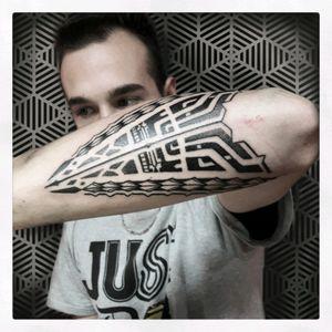 INSTAGRAM The_sym_tattoo  #thesymtattoo #moderntribal #tribal #tribaltattoo #tribaltattooers #blacktattoo #tattoitalia