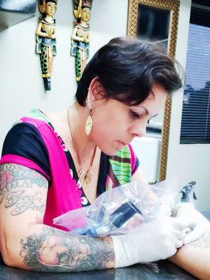 #womantattooartist #braziliantattooartist #brazilianartist #TatuadoraBrasileira #TatuadorasDoBrasil #tatuadoresdobrasil #working #sheronanne #sheronannetattoo #Brasil