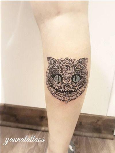 The Cheshire Cat by yanna ragué (on Facebook / yannatattoos (on Instagram) #cheshirecat #aliceinwonderland #calf