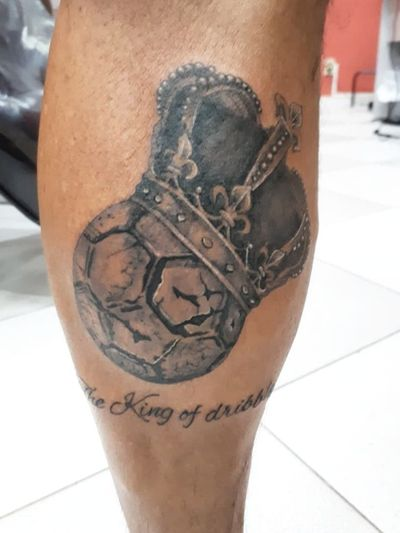 Tattoo by me on the former soccer player Julio Cesar Uri Geller #soccertattoos #soccer #tattoo #flamengo #crown #king