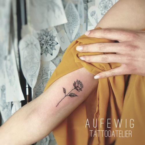 #tattooedgirl #rosetattoo #smalltattoos #detailed #tinytattoos #flowertattoo