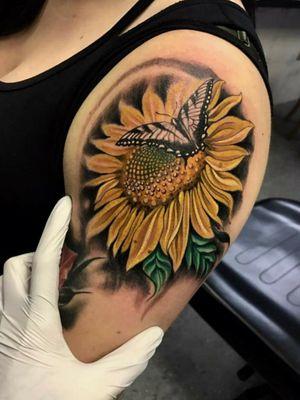 🤘🤘🤘 #sunflower #sunflowertattoo #flowertattoo #flowers #sunflowertattoos #Butterflies #butterflytattoo #yellow #plants #flowerpower #albuquerque #newmexicoartist #angelafoxinx