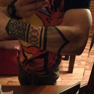 #dotwork #dotworktattoo #lines #geometrictattoo #geometric #geometry #sleevetattoo #sleeves #armbands #armbandtattoo #armband