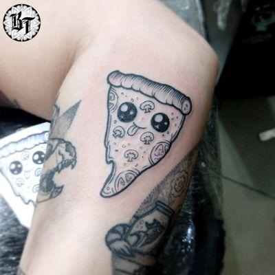 Criações, orçamento ou agendamento whatsapp 👉 15 98809-9967 #buenotattoos #oldfriendstattooshop #oldfriendsteam #tattoosorocaba #sorocaba #tattoo #finelinetattoo #t4ttoois #neotrad #sketchtattoo #blackworktattoo #pizzatattoo #pizza