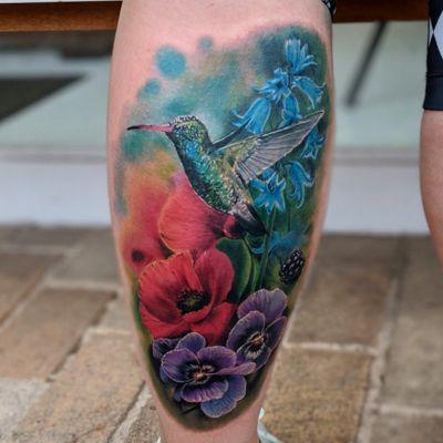 #hummingbirdtattoo #hummingbird #flower #flowertattoos #watercolortattoos #watercolortattoo #tattoo #tattooart #tattoooftheday #realistic #realism #realismtattoo #realistictattoo #tattooart