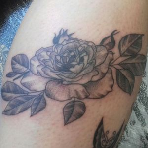 Flor rastelado #flower #flowertattoo #rastelado #tatuagem #tattoofeminina