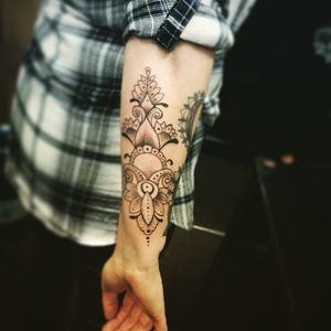 #mandalatattoo #mandalas #mandala#dotworktattoo #tattoolife #tattoos #tattooartist #bristol#bristolartist#staplehill#studio #carlanorley #mandalasleeve