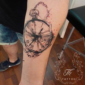Tatuaj ceas / clock tattoo #tattoooftheday #tattoo #tattoobucharest #tatuajebucuresti #tatuaje #clocktattoo #sketchtattoo #salontatuajebucuresti  #salontatuaje    #tatuajebarbati.                www.tatuajbucuresti.ro
