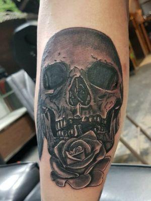 Realistic skull piece forearm piece #blackandgreytattoo #blackandgrey #realism #blackandgreyrealistic #skulltattoo #funtattoos