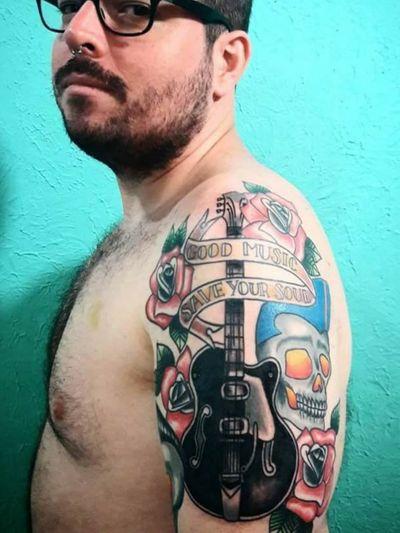 #NaneMedusaTattoo #tatuagem #tattoo #art #arte #riodejaneiro #sulacap #oldschooltattoo #oldschool #traditionaltattoo #ramones #skull #skulltattoo #guitartattoo #guitar
