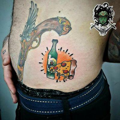 #NaneMedusaTattoo #tatuagem #tattoo #art #arte #riodejaneiro #sulacap #oldschooltattoo #oldschool #traditionaltattoo #pizza #pizzatattoo #beer #beertattoo