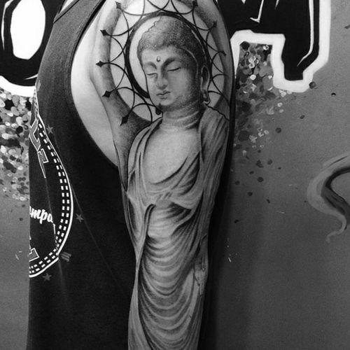 #luzesombra #blackandgrey #inspiration #tatuagem #tattoorj #rj #riodejaneiro #tattoo #ink #tattooink #blackandgreytattoo #blackworktattoo #boomproarte #tattooworkers #tattoolife #tattooart #tattoolovers #art #inspirationtattoo #budha #buddhism #budismo #raphapontestattoo