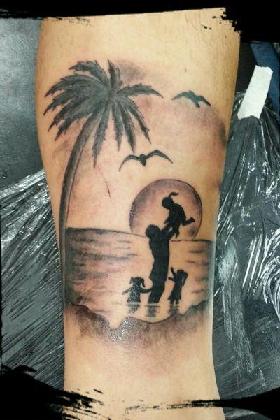 #family #familía #father #padre #hijas #blackandgreytattoo #playa #beach #paisagem #paisaje