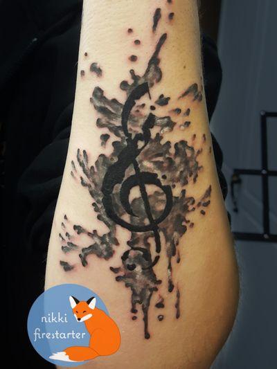 Ink splatter treble clef http://nikkifirestarter.com #tattoos #inksplatter #watercolortattoos #trebleclef #music #musictattoos #grayscale #art #apprenticetattoo #nikkifirestarter #firestartertattoos #thetattooedlady #blacktattoos #graytattoos