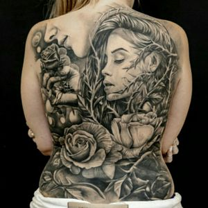 Fullback healed. Fechamento de costas cicatrizado. #blackandgreytattoo #blackandgrey #womanwithtattoos #menwithtattoos #roses #rosestattoos