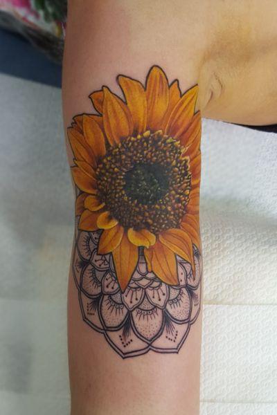 IG-patchmcfarlane :Sunflower and mandala . #sunflower #flowertattoo #floral #flowers #mandalatattoos #mandalas #mandala #mandalart #realistic #realistictattoo #tattoo #tattooart #portrait #realism #realistictattoo #tattoo #tattooart #portrait