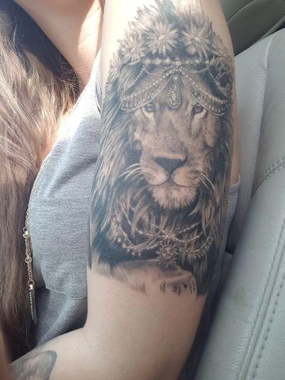 #liontattoo #lion #headdress #daisies