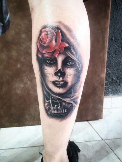 Catrina!! #catrina #tattoos #tattooed #electricinkpen #electricink #everlastcolors #realistictattoo #galeriatattoo #realismo #blanckandgray #rose #rosa #red #tattoo2me #tattoodo #Osasco #tatuagem #ink #inked #nature #tatuagemsp #tatuagemosasco #photo #brazil #Caveira