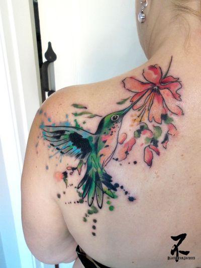 Avec un peu de retard, voici le colibri aquarelle fait à Vancouver à Gastown Tattoo Parlour. Merci à ma courageuse cliente ! Posting this picture a little bit late : the watercolor hummingbird done in Vancouver Gastown Tattoo Parlour. Thank you to my brave client :-) #hummingbird #hummingbirdtattoo #birdtattoo #takingoff #birdtakingoff #watercolor #watercolortattooo #hibiscus #hibiscusflower #zeldabjj