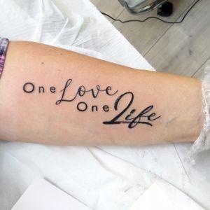 Merci à ma cliente pour ce jeu typographique custom design.🖤✂️📝✒J'adore travailler la typo en mélangeant des polices de caractère différentes N'hésitez pas à m'en demander ! #letteringdesign #lettering #lettrage #letteringtattoo #graphicdesign #typography #typographyinspired #typographyart #fonts #onelove #oneloveonelife #quotetattoo #quotetattooideas #citation #tattoo #tattoos #tattooartist #colmartattoo #zeldablackjeanjacques #zeldabjj #tattooart #inked #loveink #forearmtattoo #lovequotes #lovetattoo #smalltattoo