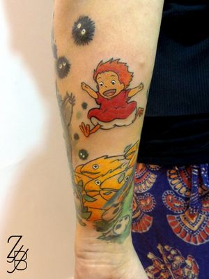 Petit 'gap filler' Ghibli pour combler un vide restant sur l'avant bras de ma cliente fait chez Free Bird Tattoo Shop avec la photo c'est mieux...🤣 #ponyoonthecliffbythesea #mangatattoo #manga #ponyo #gapfiller #otaku #otakuworld #colortattoo #ghibli #ghiblistudio #ghiblitattoo #ghiblifilms #ghiblifan #zeldabjj #zeldablackjeanjacques #tattoodrawings #tattooartist #tattooart #tattoolover #graphictattoo #watercolortattoo #guestartist #tattoosnob #tattoolife #tattooartmag #tattoosketch #tattooink #inkedup