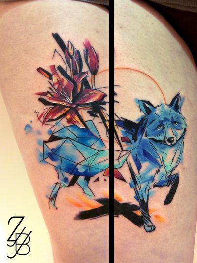 Merci à ma cliente d'avoir fait des kilomètres pour sa compo graphique entre animal totem et fleur favorite 🦊💛🏵️ #renard #fox #foxtattoo #bluefox #flowertattoo #lily #redlily #lilyflower #lilytattoo #tigerlily #origami #origamiart #origamifox #origamitattoo #colortattoo #watercolor #aquarelle #watercolortattoo #tattoomagazine #tattoolife #thightattoo #zeldabjj #zeldablackjeanjacques #tattoosnob #tattoomagazine #tattooartist #tattooart #graphictattoo #sketchtattoo