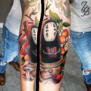 Merci à ma vaillante cliente (pli du coude oblige) pour ce projet Ghibli original que j'ai adoré dessiner et tatouer.🤣😝👻 #kaonashi #sansvisage #chihiro #sentochihiro #顔ナシ #noface #spiritedaway #otaku #otakuworld #colortattoo #ghibli #ghiblistudio #ghiblitattoo #ghiblifilms #ghiblifan #zeldabjj #zeldablackjeanjacques #tattoodrawings #tattooartist #tattooart #tattoolover #graphictattoo #watercolortattoo #guestartist #tattoosnob #tattoolife #tattooartmag #tattoosketch #tattooink #inkedup