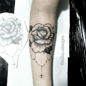 Rosa dotwork