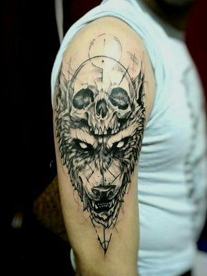 #mauromilan #tattooblackandgrey #wolftattoo #CalaveraTattoo