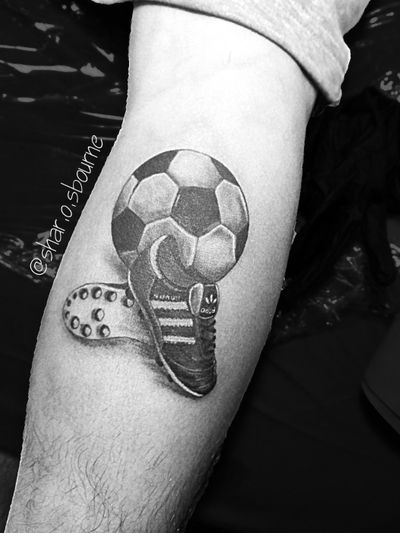 #tattoo #tatuaje #ink #mantattoo #tattooman #futboltattoo #soccertattoo #soccer #rusia2018 #balltattoo #adidastattoo #sneakerstattoo #tatuadoresmexicanos #tatuadorasmexicanas #tatuadorasmex #tattooartists #tatuadora #girltattooartist