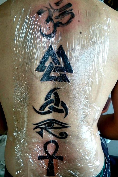 Black Work tattoo #odin #HorusEye #BlackworkTattoos #blackworktattoo #simbols #simbologia #om #costas #odintattoo #nordicgods #ankh #egipciancross #egipciantattoo #NordicTattoo