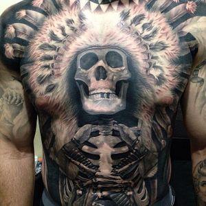 #JohnnyQuintana #fechamentoDeCostas #backpiece #fechamento #caveira #skull #pretoecinza #blackandgrey #pena #feather