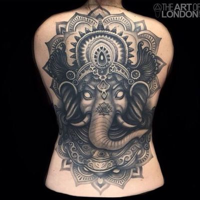 #LondonReese #fechamentoDeCostas #backpiece #fechamento #elefante #elephant #pretoecinza #blackandgrey