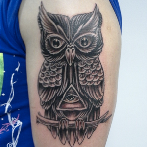 Fun piece, don't get to do much traditional. #owltattoo #illuminati #traditionaltattoo #traditional #owl #bird #stevink #inklife #inklifeindustries